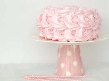 Come decorare una torta con la panna: 3 metodi d'effetto e scenografici