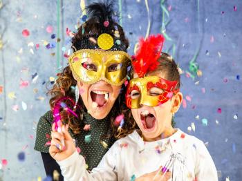 """""""Ti conosco, mascherina!"""": idee e ricette per un Carnevale fatto in casa con i bambini"""