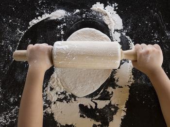 In cucina con i bambini: idee dal mondo per manine in pasta