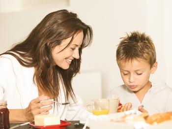 In cucina con i bambini a partire dal risveglio: la colazione