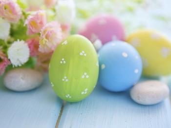 Pasqua in cucina con i bambini: divertirsi con le uova colorate