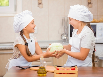 In cucina con i bambini: come stimolare la fantasia dei più piccoli direttamente a tavola