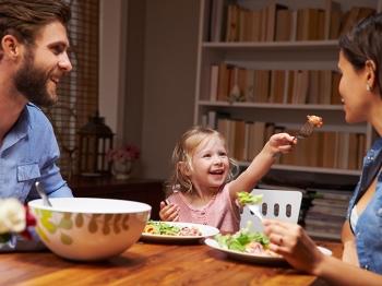 In cucina con i bambini: gli errori da non fare a tavola