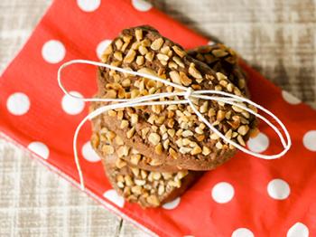 Biscotti al cioccolato con granella di nocciole
