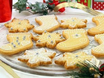 Biscotti di Natale alla cannella con ghiaccia reale