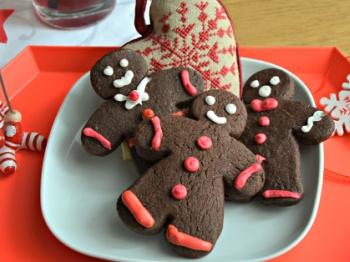 Omini di biscotto da decorare con i bambini