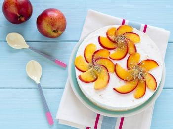 Torta allo yogurt e pesche