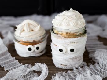 Torta Mummia in barattolo per Halloween