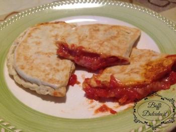 Panzerottini pomodoro e mozzarella