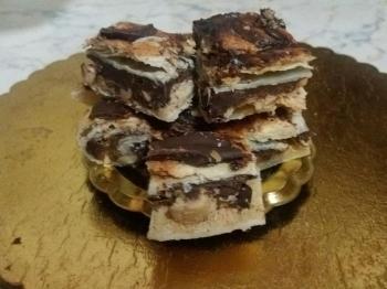 Sfoglia dolce cioccolato fondente e nocciole