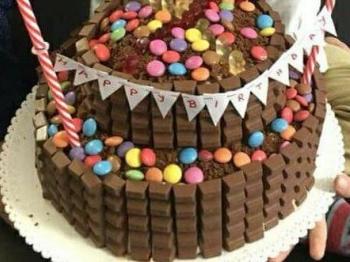 LA torta di compleano per un piccolo principe .