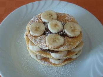 Torrette di pancake banane e crema di nocciole