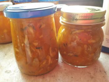 Confettura di albicocche, mele e zucchine