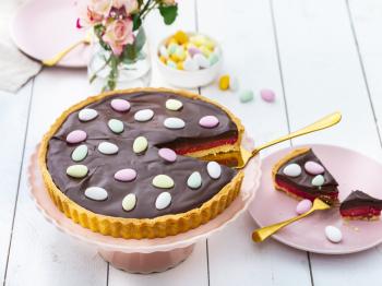 Crostata pasquale al cioccolato e lamponi