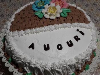 Torta decorata con la panna