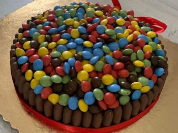 [8°sfida culinaria] - una festa di compleanno indimenticabile - torta di compleanno con smarties