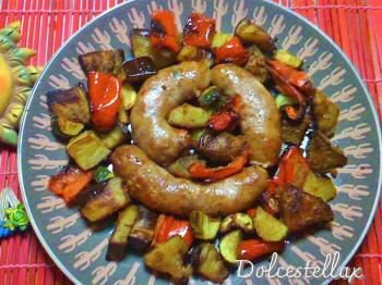 Salsiccia condita con provola con contorno di verdure gratinate al forno