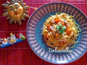 Spaghetti con cozze, pomodorini pachino e pecorino