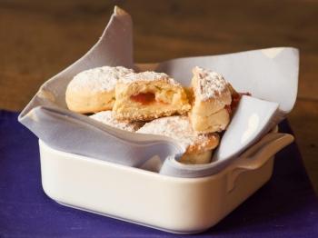 Mini krapfen con confettura di fragole e vaniglia