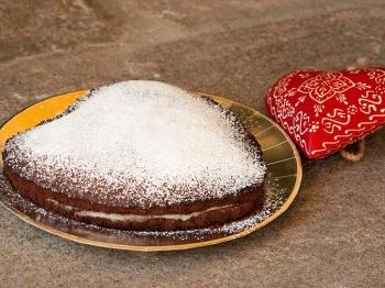 Torta al cioccolato con crema di pere per San Valentino