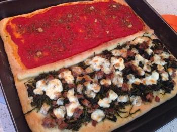 Pizza - marinara e salsicce, friarielli e provola