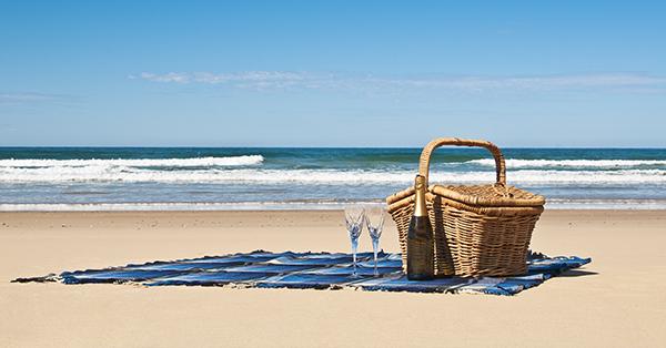 Picnic in spiaggia: la decorazione della tavola anche al mare