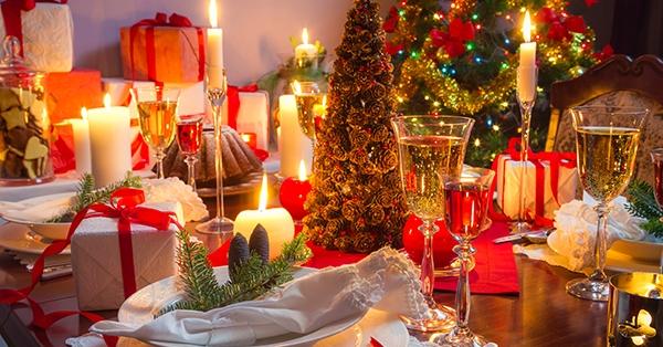 Decorare la tavola a Natale: 5 idee originali e fai da te