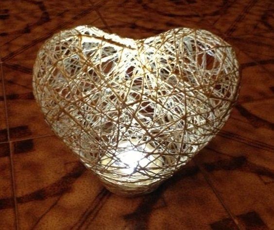 Con filo e palloncino crea la tua lampada