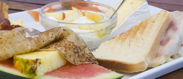 Tardi per la colazione e presto per il pranzo? È ora del brunch!