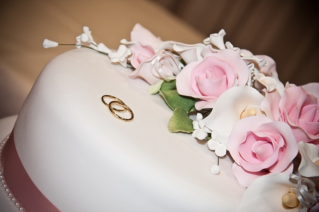 Come decorare una torta per l'anniversario di matrimonio fatta in casa