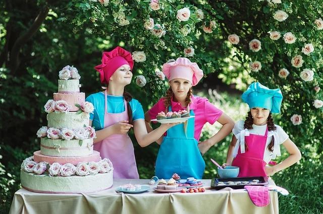 Come realizzare una torta a piani step dopo step