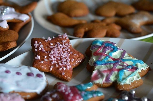 Biscotti glassati ed è subito Natale: 6 idee per la glassa