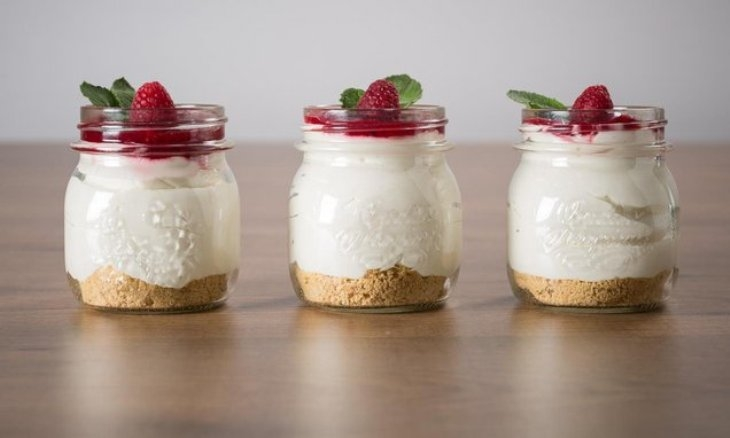 Cheesecake in barattolo allo yogurt e ai lamponi: ingredienti e preparazione