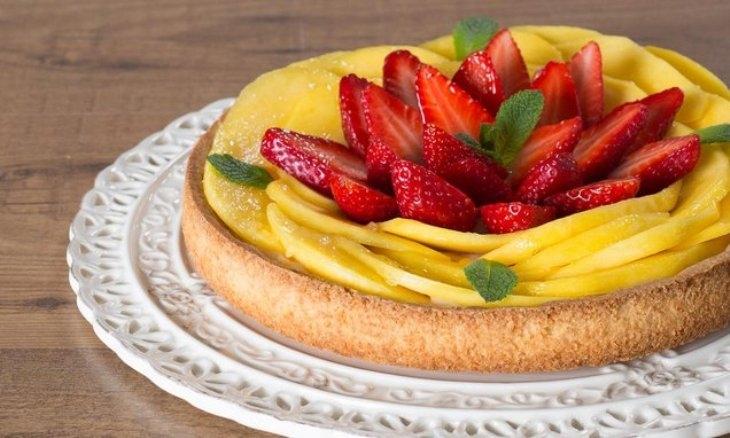 Crostata mango, menta e fragole: ricetta e preparazione