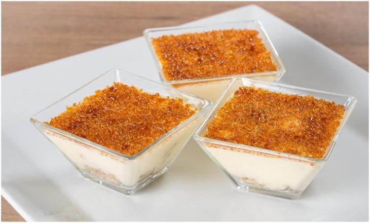 Crema catalana: la preparazione del dessert e come realizzare la crosta di zucchero