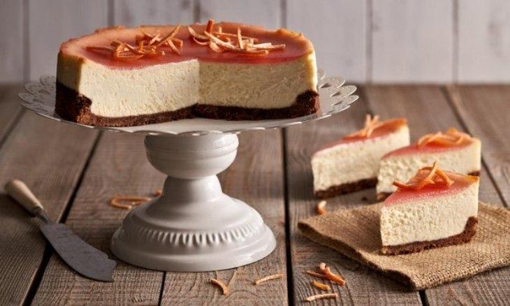 Cheesecake al pompelmo rosa e cioccolato bianco: ingredienti e preparazione