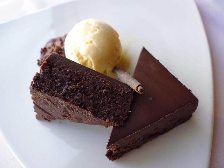 Torta al cioccolato dal cuore morbido: ingredienti e preparazione