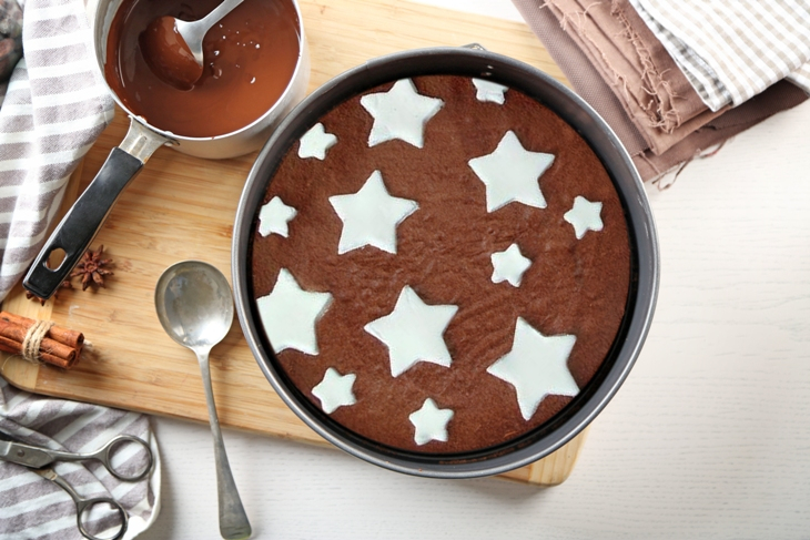 Torta panna e cioccolato: ecco la ricetta facile e veloce del dolce stellato