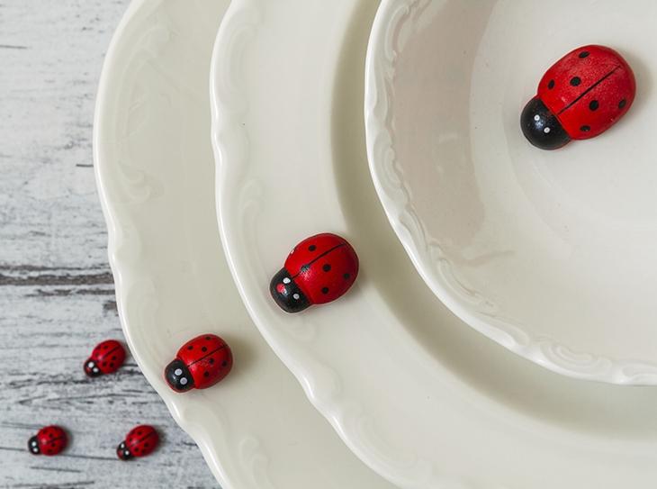 Come allestire una sweet table a tema coccinelle per una festa di compleanno all'aperto