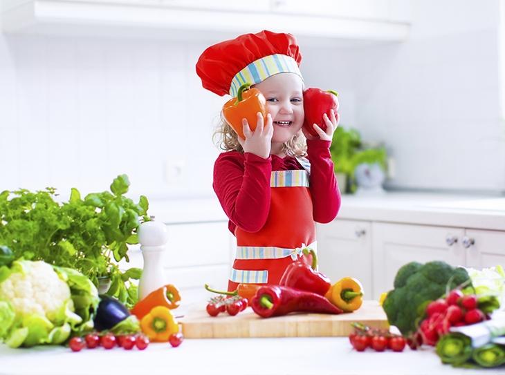 In cucina con i bambini: qualche idea creativa per coinvolgere i bimbi ai fornelli