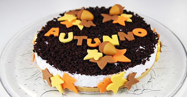 Ricetta torta biscotto con decorazioni autunnali in pasta for Decorazioni torte in pasta di zucchero