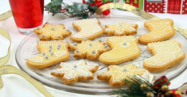 Segnaposto Natalizi Con Cannella.Biscotti Di Natale Alla Cannella Con Ghiaccia Reale