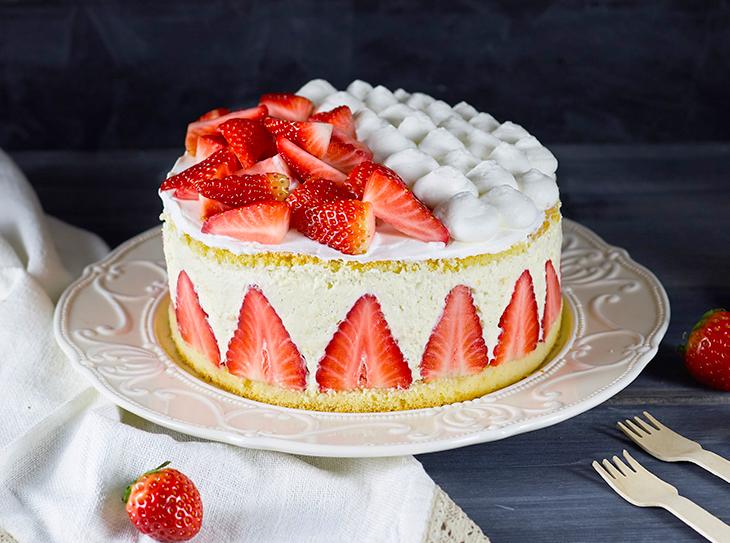 Ricetta torta alle fragole dolcidee for Decorazioni torte con fragole e cioccolato