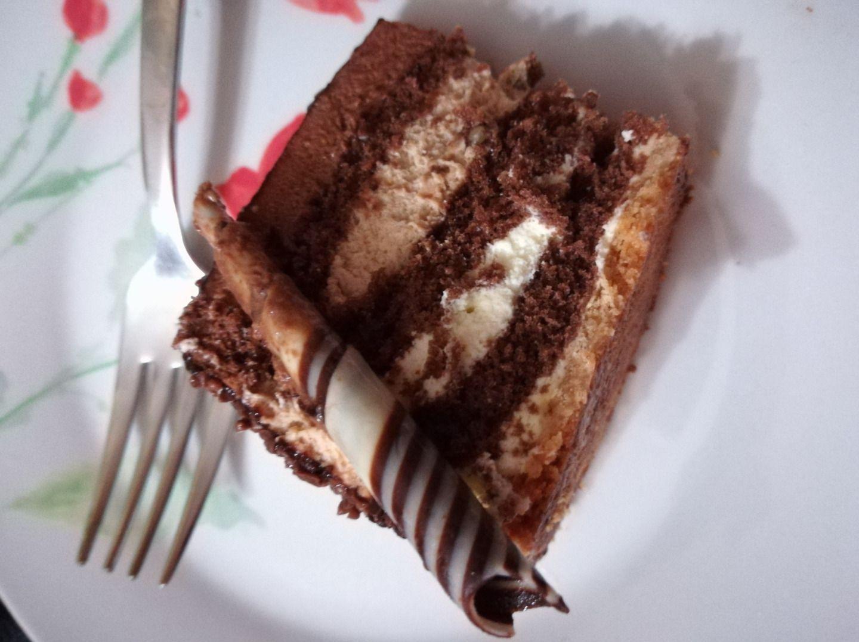Ricetta Pan Di Spagna Al Cioccolato Al Latte.Ricetta Torta Ai 3 Cioccolati Con Pan Di Spagna Al Cioccolato Dolcidee
