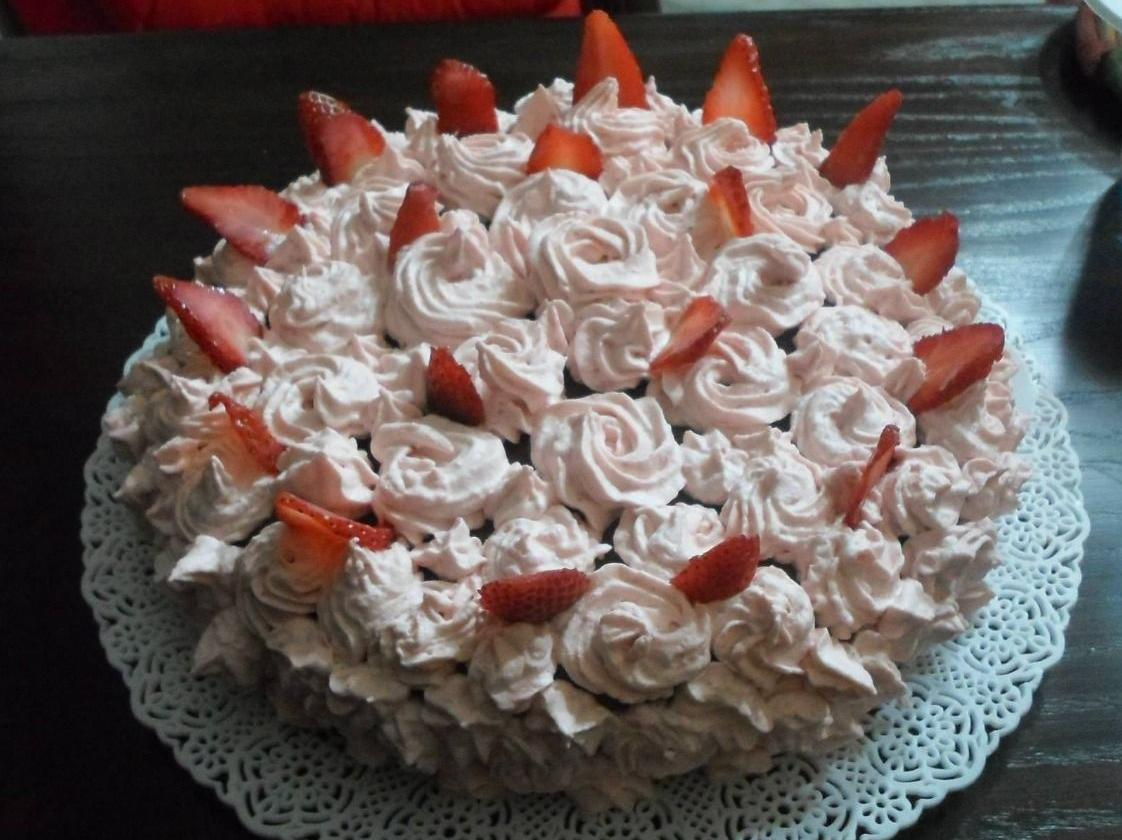 Strawberry belly cake