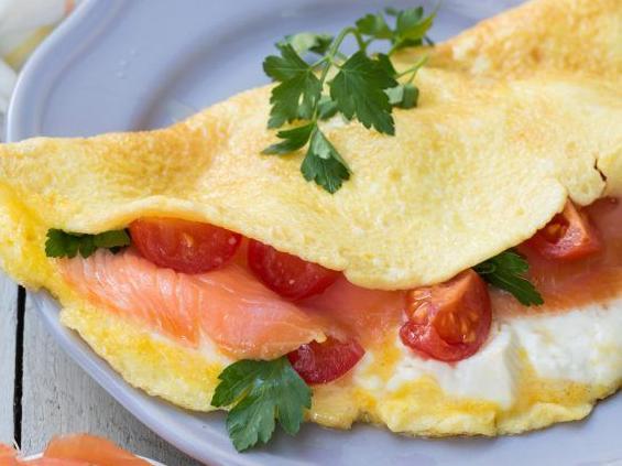 Ricetta Omelette Salmone.Ricetta Omelette Stracchino Salmone E Pomodorini Dolcidee