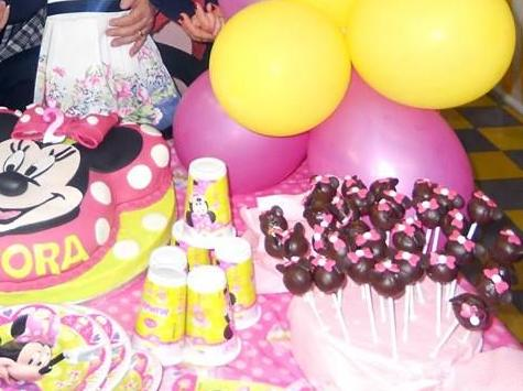 Cake pops minnie