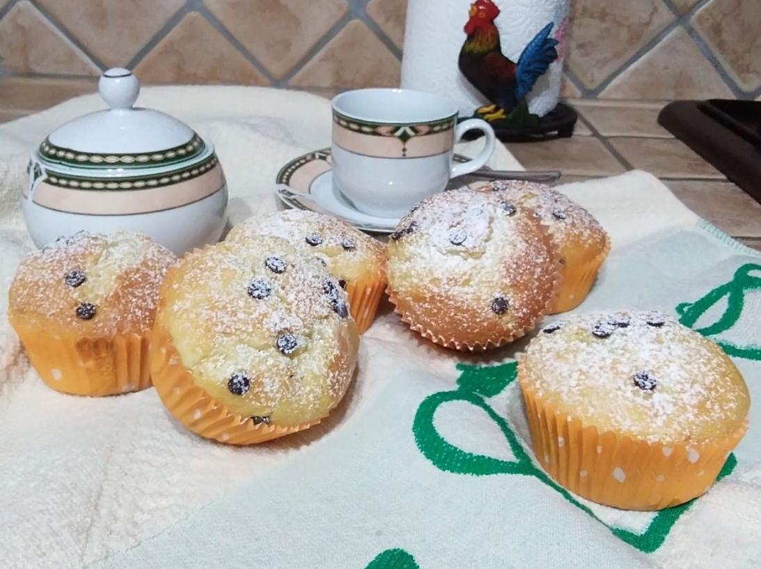 Ricetta Muffin Con Gocce Di Cioccolato.Ricetta Muffin Sofficissimi Con Gocce Di Cioccolato Dolcidee